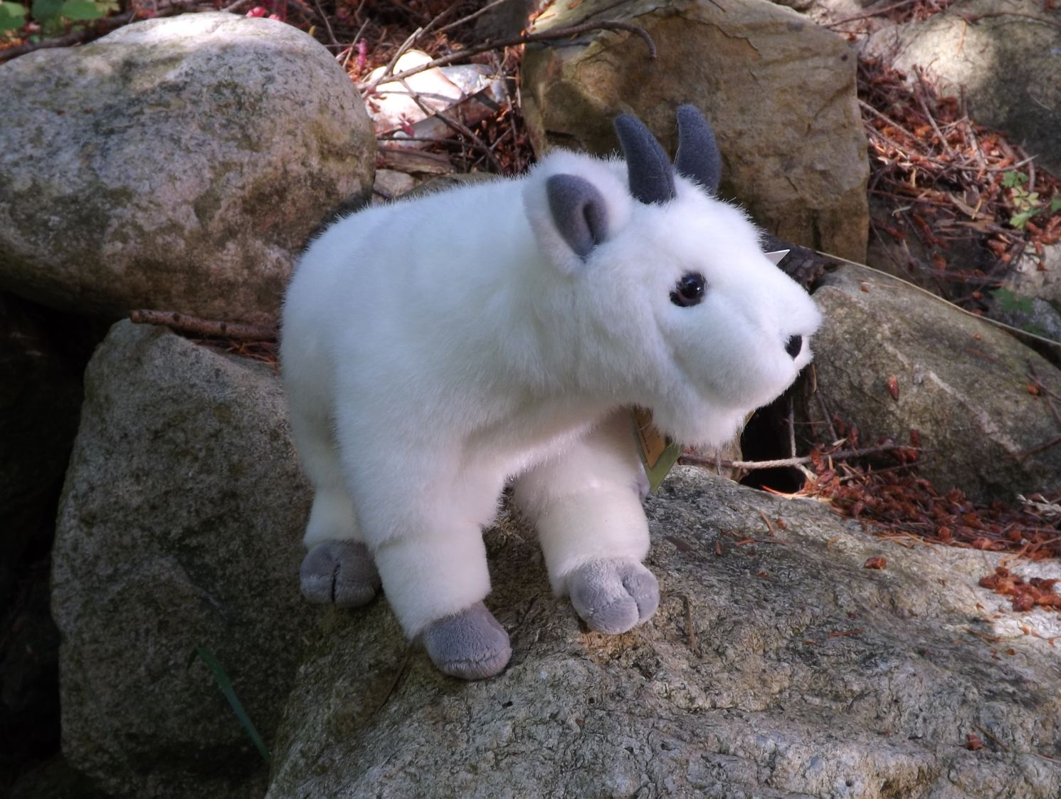 SAHMG01-Stuffed-Toy-Mountain-Goat